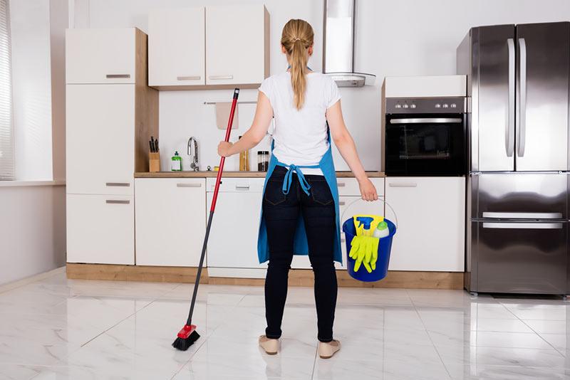 نظافت منزل توسط خانم در اصفهان