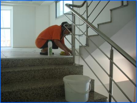 1.نطافت راه پله ها از بالا به پایین